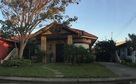 Casa En Venta En Condominio Cerrado Zona Norte
