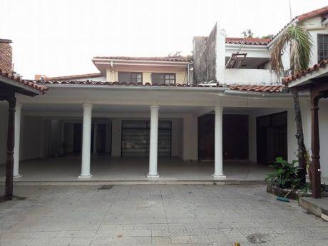 Hermosa Casa Grande De Dos Planta En Venta Zona Central