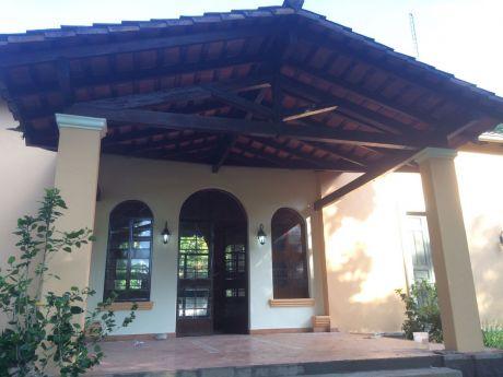 Alquilo Casa En El Centro De Areguá