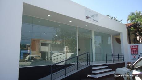 Salón Comercial Sobre Julio Correa (261)