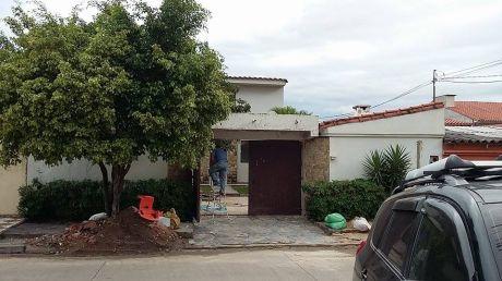 Bonita Casa En Venta En Zona Norte (canal Isuto 4to Y 5to Anillo)