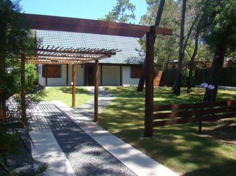 Muy Linda Casa A Estrenar En Excelente Punto De El Pinar,terreno De 700 M2.