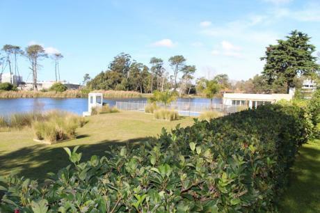 Apartamento Con Jardín Sobre Lago
