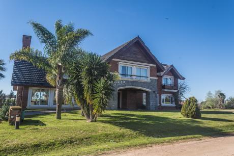 Gran Casa En Colinas De Carrasco