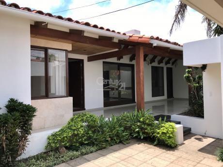 Hermosa Casa En Venta Barrio Sirari