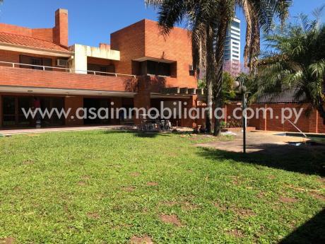 Amplia Casa En Pleno Villa Morra / Zona Embajada De Italia