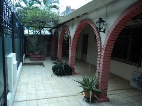 Casa Independiente En Alquiler Zona Parque Urbano.