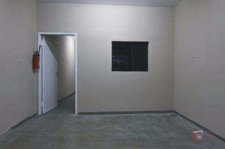Casa P/vivienda U Oficina, C/salon En Bo.bdno.caballero, A 1 Cuadra Gral.santos