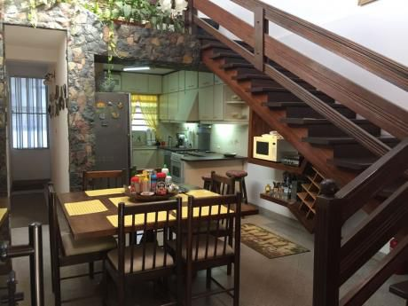 Se Alquila Casa De 3 Dormitorios En Barrio Los Laureles