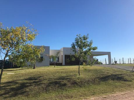 Vendo Hermosa Casa En Colinas De Carrasco