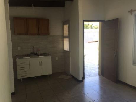 Hermosa Casa De 1 Dormitorio,baño, Cocina-comedor Living  A Metros Colegio Ceni