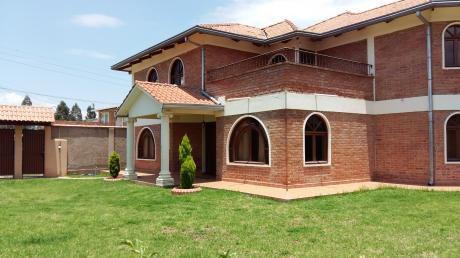 Amplia Casa En Alquiler