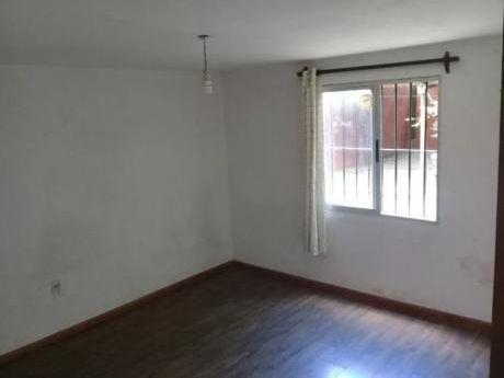 Alquiler De Casa 2 Dormitorios Con Cochera En Solymar, Canelones.