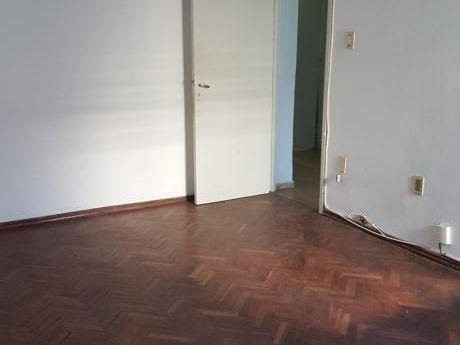 Apartamento De 1 Dormitorio, Centro, Paraguay Esq. Maldonado