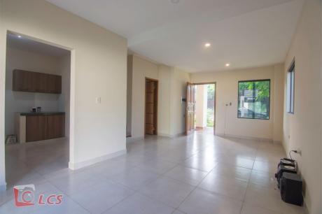 0863 Casa A Estrenar En Lambare, Zona Carretera De López