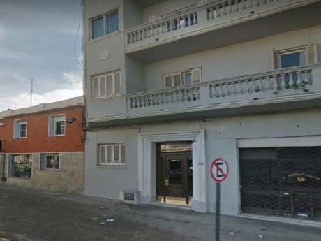 Apartamento En Alquiler, 2 Dormitorios En Pocitos.