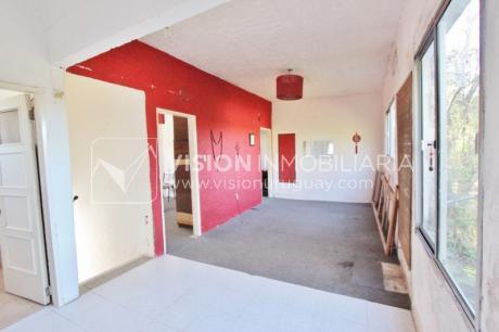 Apartamento Al Fondo, Contrafrente, En Las Toscas; 53 M2 + 42 M2 De Jardín