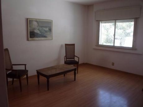 Muy Amplio Apartamento Por Ascensor Se Vende En Exclusividad. Muy Buen Estado