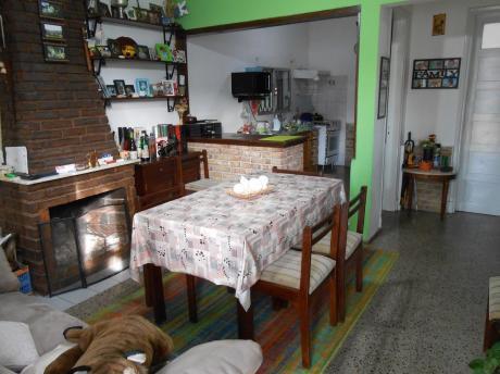 Muy Buena Ubicación, 3 Casas En 1 Padrón, Con Depósito!!