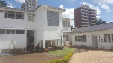 Casa Y Local Comercial En Venta Av. Irala