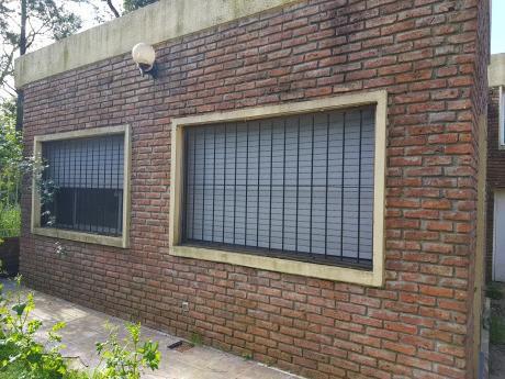 Casa 2 Dormitorios Y Garage Manga Zona Linda