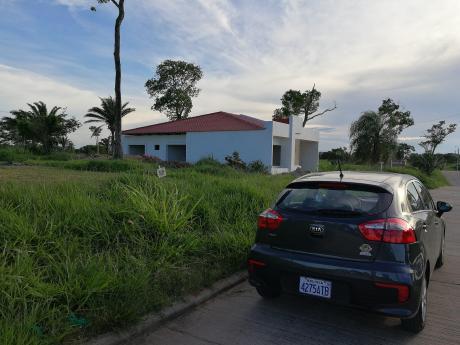 En El Urubó Oferto Terreno En Condominio
