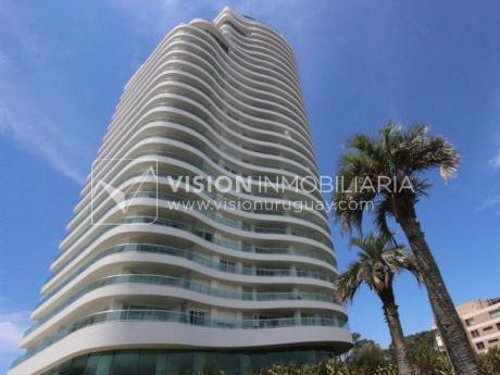 Apto P.15 Aquarela Tower, Punta Del Este | 4 Dorm En Suite + Serv.