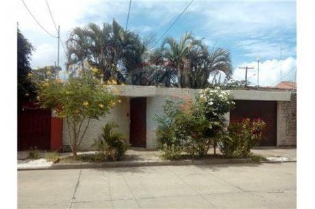 Casa A La Venta En La Ave. Canal Cotoca Calle 7 4to Anillo