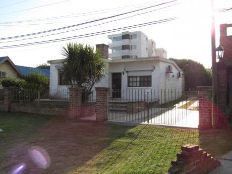 Casa En Calle Paul Harris, Amplio Jardín