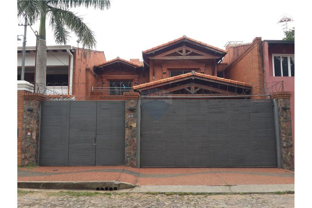 Residencia De 4 Dormitorios, Los Laureles