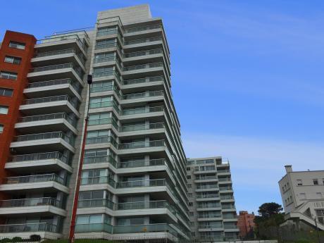¡oportunidad En Torre Delphinus, Apartamento Con Vista Al Mar En La Rambla!