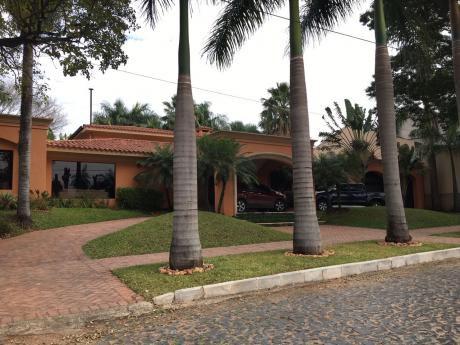 Alquilo Lujosa Residencia Bo. Bernardino Caballero