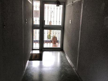 Apartamento De Tres Dormitorios En Buceo.