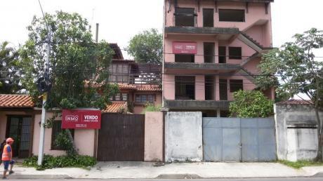 Edificio Con Bloques De Oficinas Y Hotel En Construcción