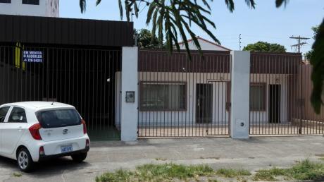 Casa En Venta Con Galpon Sobre 2do Anillo Frente A La Clinica Incor