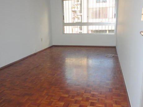 Apartamento En Alquiler De 1 Dormitorio Con Cocina Definida - Tres Cruces
