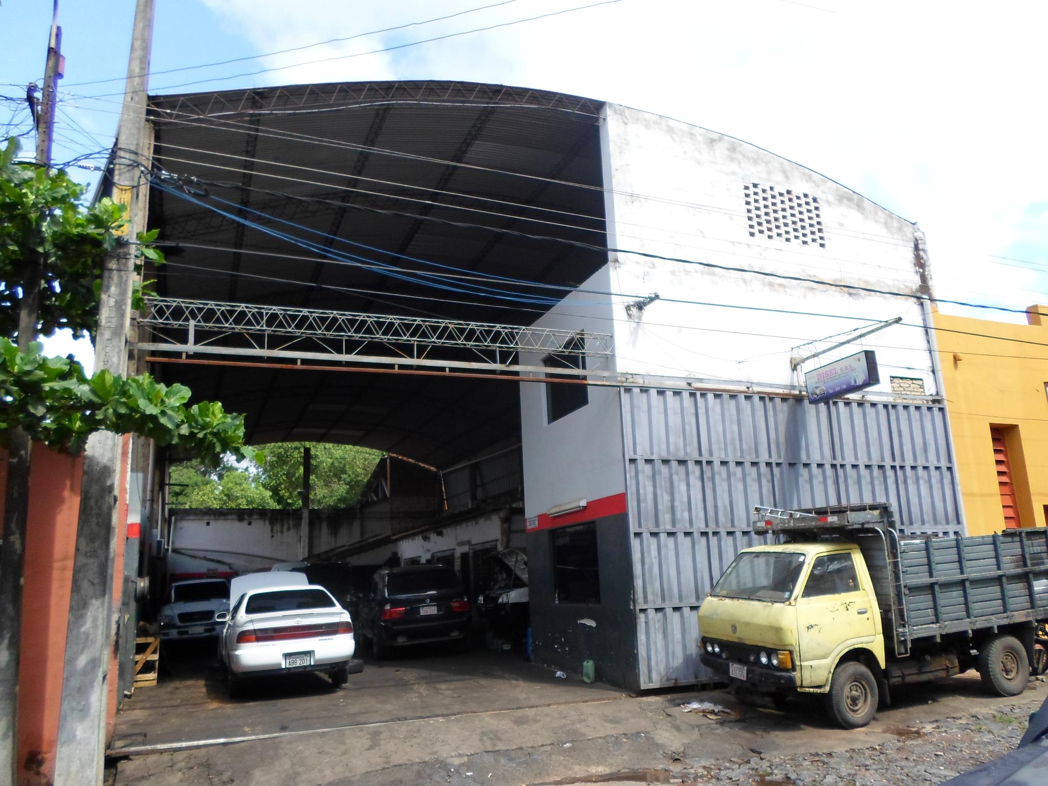 Tinglado Con Oficina A Metros De E. Ayala