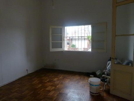 Casa Dos Dormitorios Con Patio Parrillero Y Cochera
