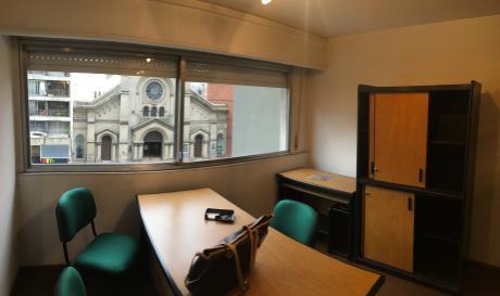 Oficina Equipada Con Kitchenett Y Baño