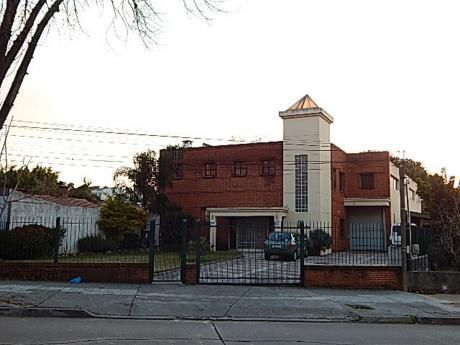 Local Ubicado Próximo A Br Batlle Y Ordóñez