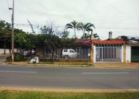 Tierra Inmobiliaria Vende- Casa Con Renta En Fdo. De La Mora. Zona Norte!
