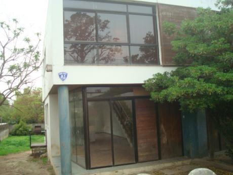 Duplex A Metros De Comercios Y Liceo