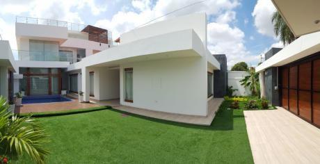 Casa En Venta De 5 Dormitorios Con Piscina - Radial 26