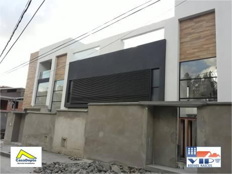 Codigo 11990 Casa En Venta, Achumani, La Paz, Bolivia.