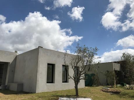 Venta Casa De 4 Dormitorios En Barrio Privado VIñedos De La Tahona