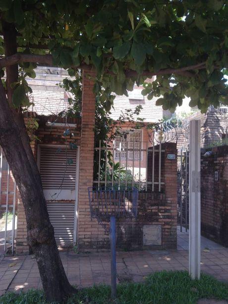 Duplex Barrio Mburucuya- A 100 Metros De Santisima Trinidad
