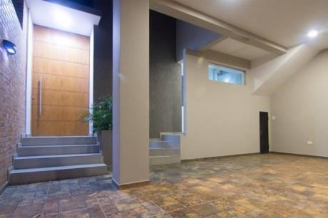 Se Vende Casa A Estrenar De 247 M2. En Lambaré, Zona Supermercado El Pueblo