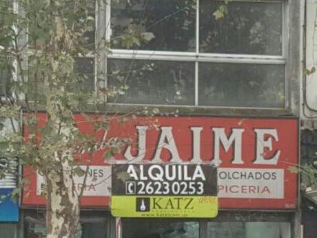 Local Comercial Sobre 18 De Julio, Frente A Facultad De Derecho
