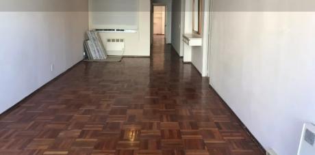 Hector Miranda,piso 7,al Frente,3 Dorm, 2 BaÑos,garage,$30000