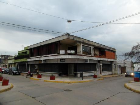 Casa Grande, Muy Luminosa - A Una Cuadra De La Plaza Principal